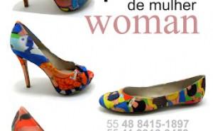 Dudu Rodrigues transporta sua arte aos sapatos.