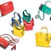 Coach recebe novas bolsas Legacy em cores vibrantes e com um toque moderno