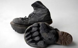 Maskull Lasserre cria sapatos que deixam pegadas.