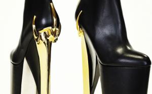 Brian Atwood cria sapato inspirado em Fame.