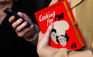 BEST-SELLER: Bolsa em formato de livro ganha novas versAi??es